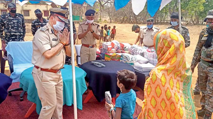 Jharkhand director-general of police Niraj Sinha distributes items to villagers at Pilisai, West Singhbhum, on Wednesday.