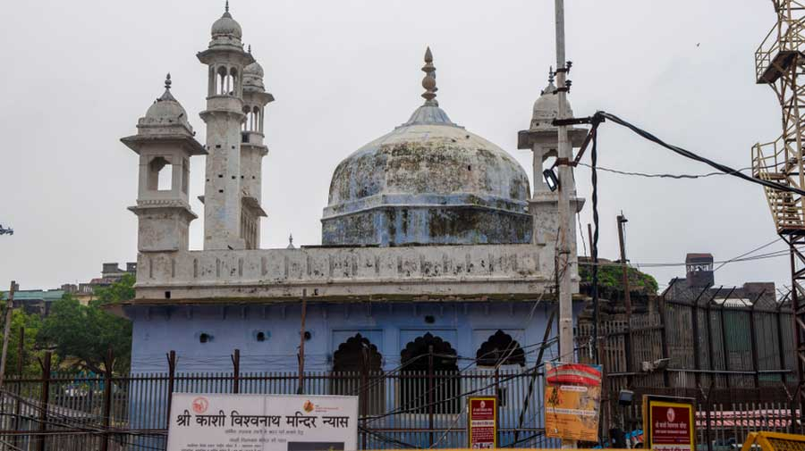 The Gyanvapi mosque shares a compound with the Kashi Vishwanath temple. Sangh parivar outfits claim that Mughal emperor Aurangzeb had got a part of the Kashi Vishwanath temple demolished in 1669 and had the mosque built over a well that contained a Shivalinga.