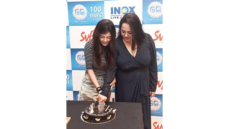 Aparajita Adhya and Madhumita Sarcar celebrating 100 days of Cheeni