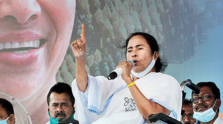 Trinamul chief Mamata Banerjee publicly urged people to refrain from violence.
