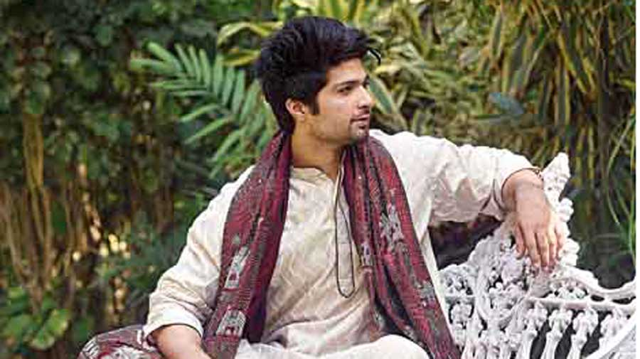 Mohammed Iqbal channels cool groom vibes in this kantha kurta and dhoti accessorised with a nakshi kantha shawl. Several brownie points for the sneakers. #TopStyling