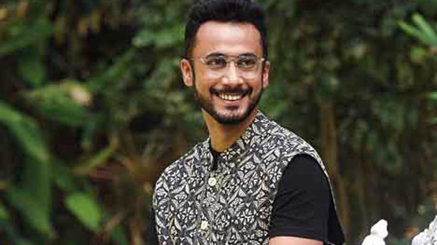Abhijit is poised as a pro in this kantha bundi paired with a plain black dhoti and a black tee.