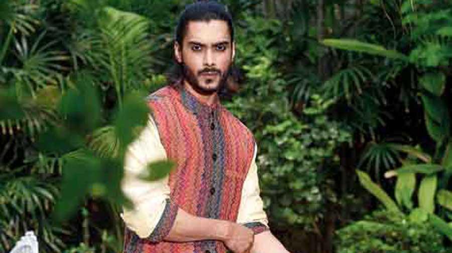 Kutubuddin's kantha dhoti- waistcoat-silk kurta look is just festive right.