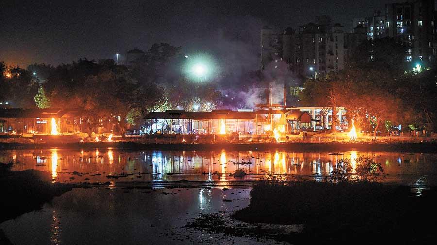 Covid pyres make Uttar Pradesh build iron curtain - Telegraph India