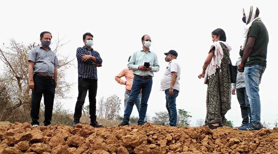 Probe team at the dhoba construction site in Manika block  of Latehar on Friday