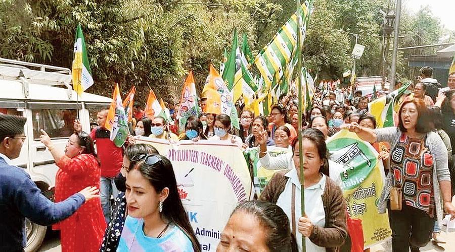 Supporters of the Gorkha Janmukti Morcha (Bimal Gurung faction) in Mirik.
