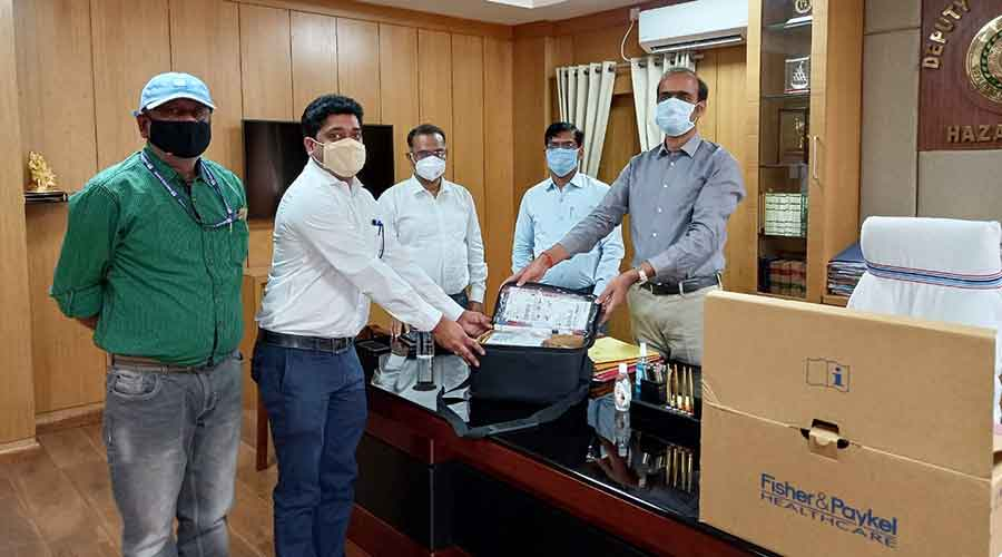 Thriveni Sainik Private Limited officails hands out HFNC to deputy commissioner Aditya Ranjan in Hazaribagh on Saturday.