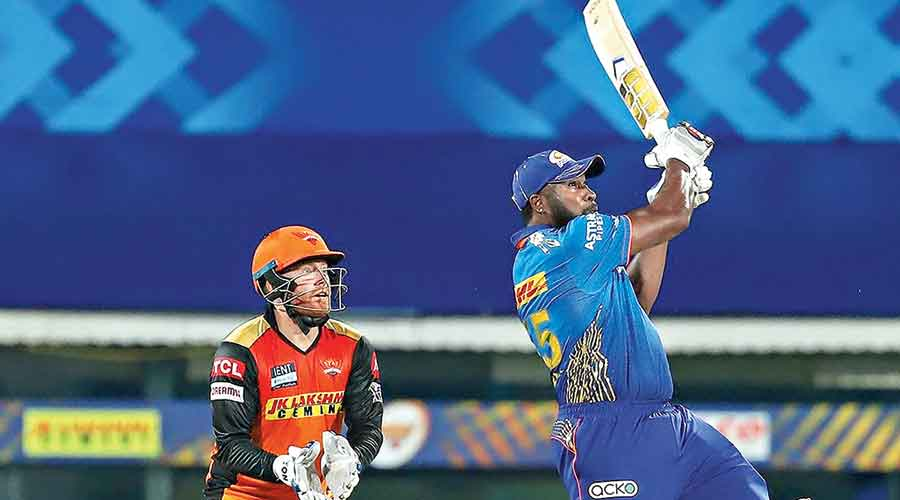 Kieron Pollard of Mumbai Indians on way to his quick-fire 35 against Sunrisers Hyderabad on Saturday