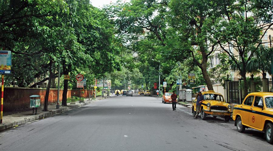 A view of Ballygunge Circular Road.