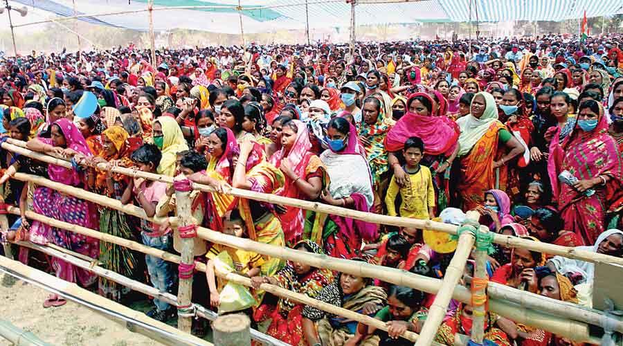 The crowd at a Mamata Banerjee rally in Murshidabad