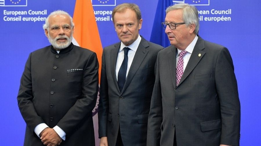 Narendra Modi (L), President of the European Commission Jean-Cloude Juncker (R) and President of European Council Donald Tusk attend the EU-India Summit in Brussels, Belgium on March 30, 2016.