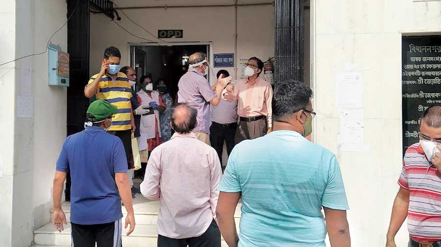 Potential recipients of Covid-19 vaccines ask an official of Matri Sadan Hospital why they would not get the jab on Friday.