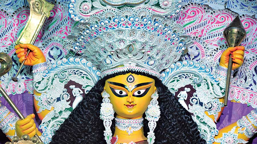 Shola is not only decoration for deities, but also an intrinsic part of Hindu rituals in Bengal. The mukut and topor, the headgear of the Bengali bride and groom, are made of shola.