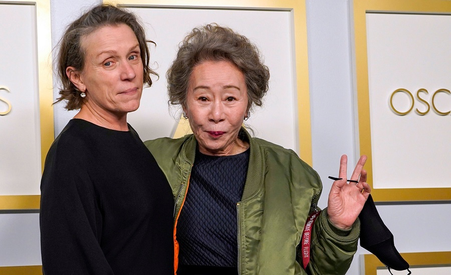 Frances McDormand (Left) & Yuh-Jung Youn at the Oscars. While the former bagged the best actress award, the latter won in the best supporting actress category.