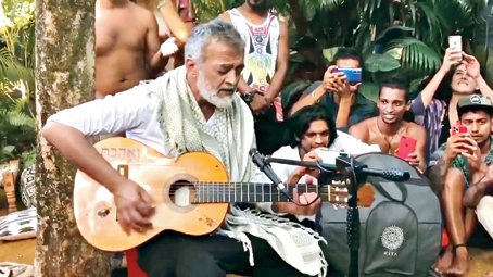 During his visit to Goa, Lucky Ali did a few impromptu performances at Bombay Adda in Candolim