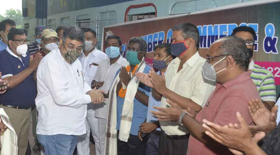 Members of Chamber and commerce & industries felicitate the train driver and other railway workers of the Sindri passenger train at Sindri railway station on Sunday.
