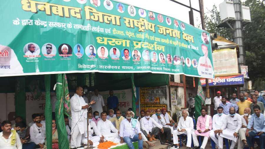 RJD activists of Dhanbad staging dharna in at Randhir Verma Chowk, Dhanbad on Tuesday.