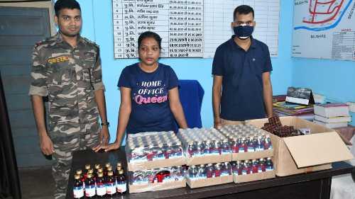 Police team with seized medicines at Marapfari Police Station in Bokaro