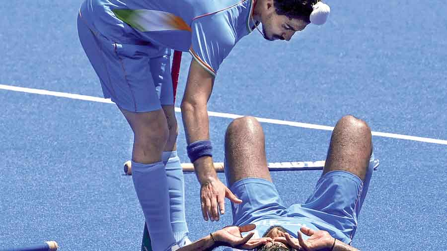 Dilpreet Singh (left) gives a hand to Surender Kumar after India's semi-final loss to Belgium in Tokyo on Tuesday.