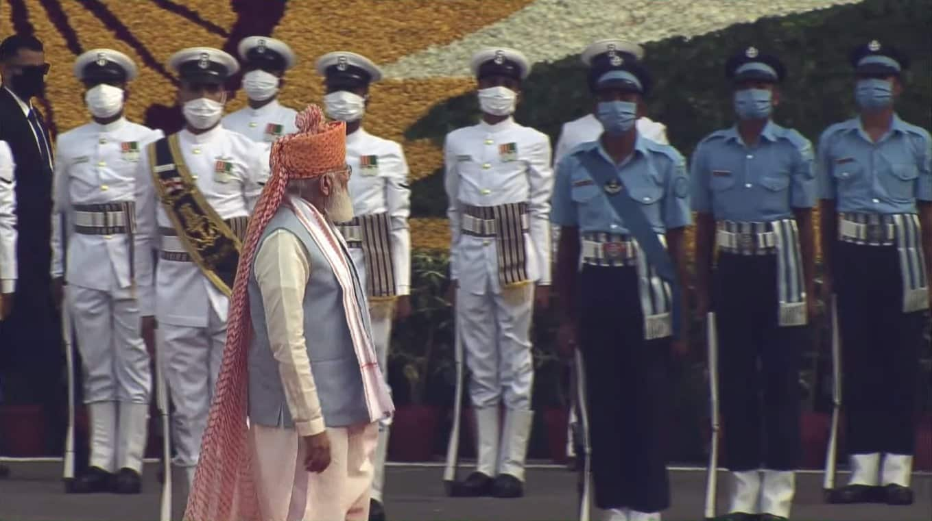 Narendra Modi inspects the Guard of Honour Red Fort.