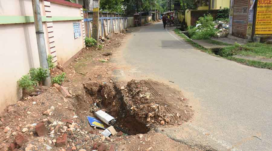The soil dump after the underground cabling in front of the SBI, Chiragora Branch in Dhanbad on Thursday.