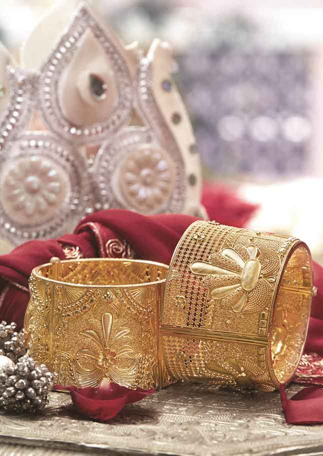 Let your wrists grab all the attention at the reception functions. This pair of gold chur designed intricately with floral motifs, looks lovely. Price on request @Tanishq.
