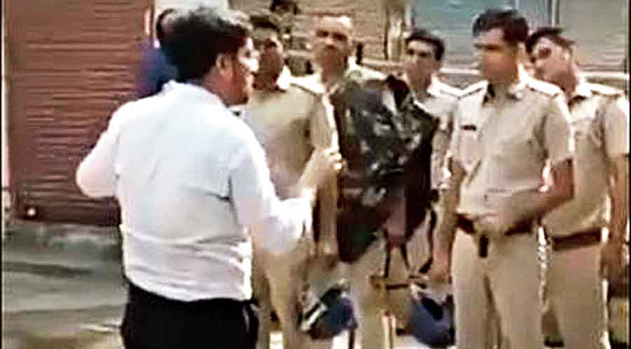 Cops lathi-charge farmers protesting in Karnal