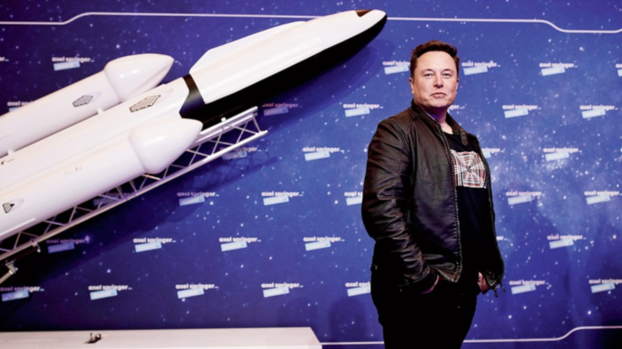 SpaceX owner and Tesla CEO Elon Musk poses on the red carpet of the Axel Springer Award in December 2020