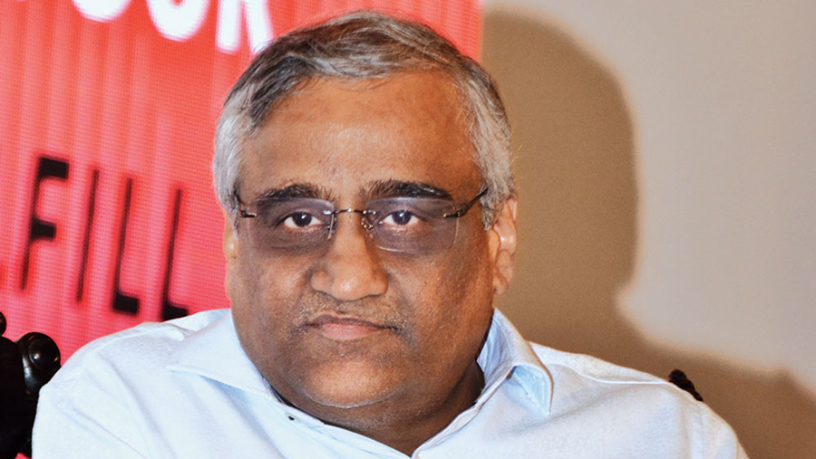 """SEBI bans Future CEO from securities market in insider trading case"""""""