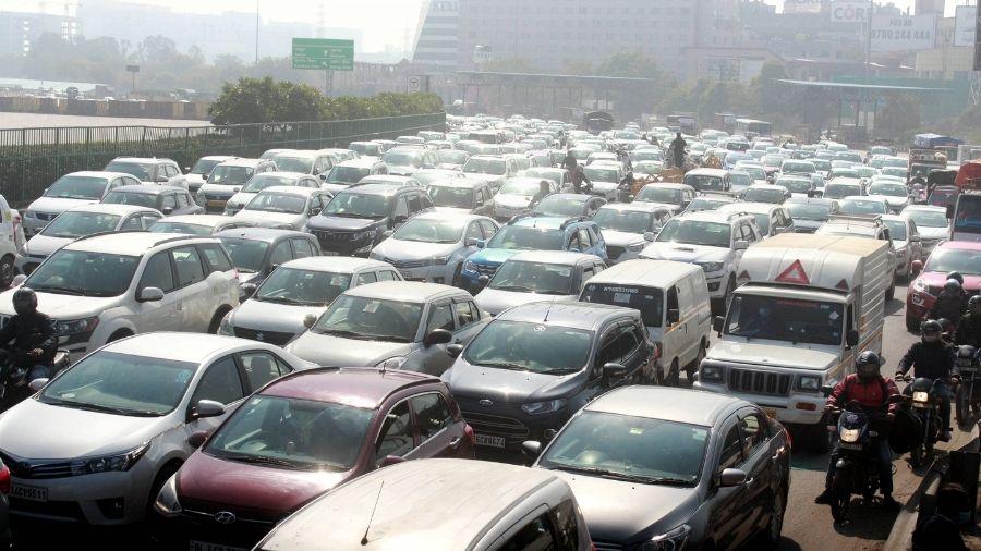 Heavy traffic jam observed at the expressway at Gurgaon-Delhi border due to farmers' 'chakka jam' protest, on Saturday.