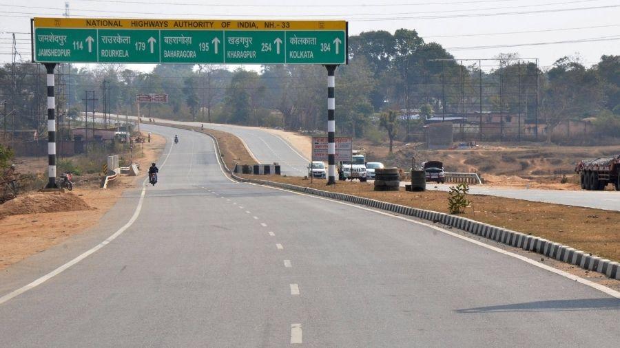 Ranchi-Calcutta highway wears a deserted look during the farmers' 'chakka jam' agitation, on Saturday.