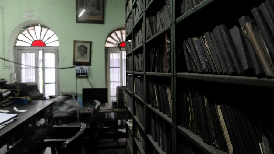 """This library sought out drama when it crossed the street in 1893 to take up place next to Minerva Theatre in north Calcutta. The Chaitanya Library and Beadon Square Literary Club had been founded four years ago. Founder Gour Hari Sen once said, """"I was a member of Kambuliatola Library. In the monsoons it was difficult to journey there (Kumartuli). Kunjobihari Dutt (co-founder) suggested we set up a library on Beadon Street."""""""