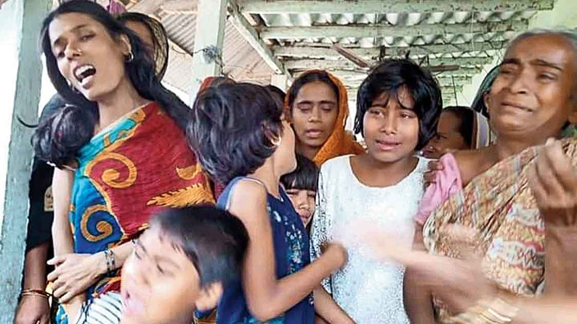 Family members of Maidul Islam Middya mourn his death at their village home in Bankura's Kotulpur on Monday.
