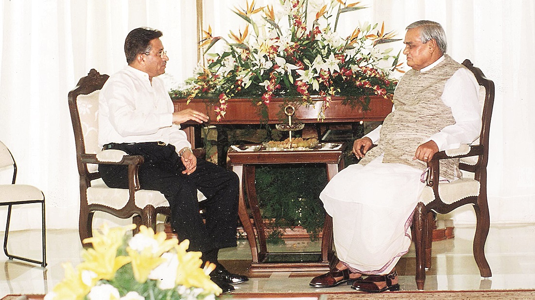 Prime Minister Atal Behari Vajpayee with Pervez Musharraf in Agra.