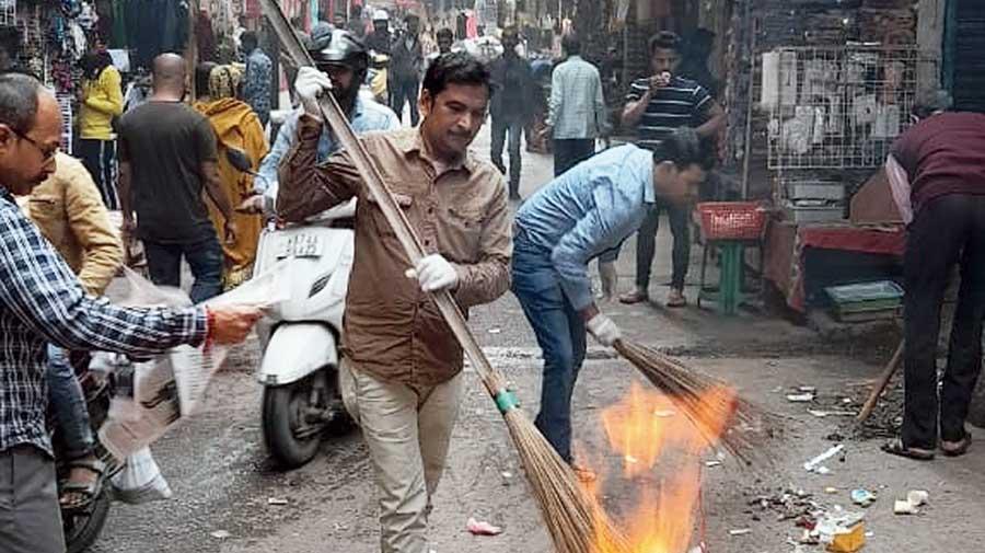Traders burn trash at the Seth Srilal Market in Siliguri on Thursday.