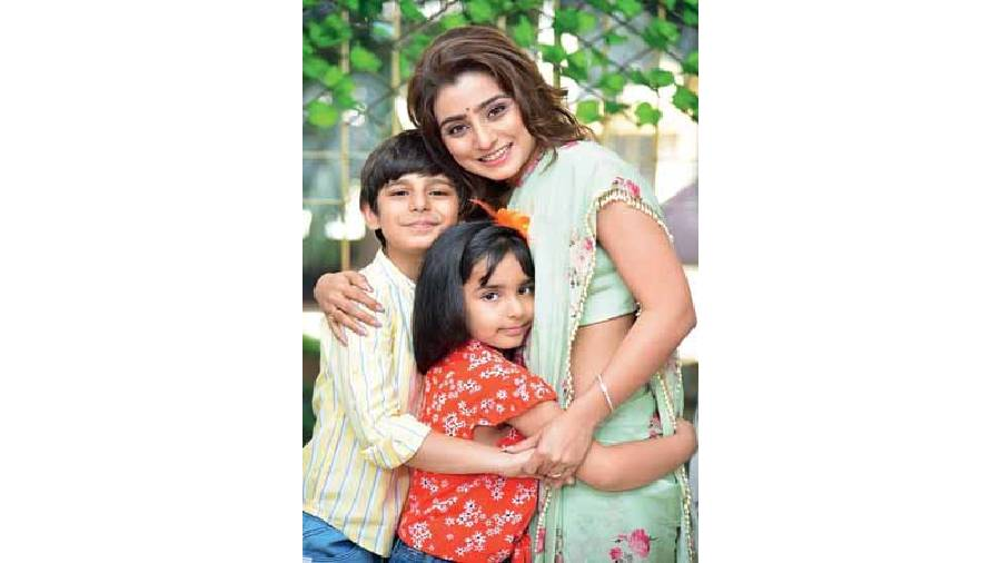Neha Marda with her screen kids Roli and Rishi in Kyun Rishton Mein Katti Batti on Zee TV