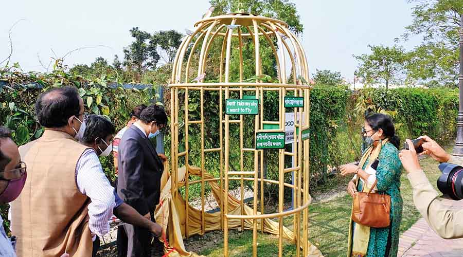 Hidco chairman Debasish Sen (in suit) and joint secretary of NEWS Ajanta Dey (right) at the inauguration of the cage at Eco Park