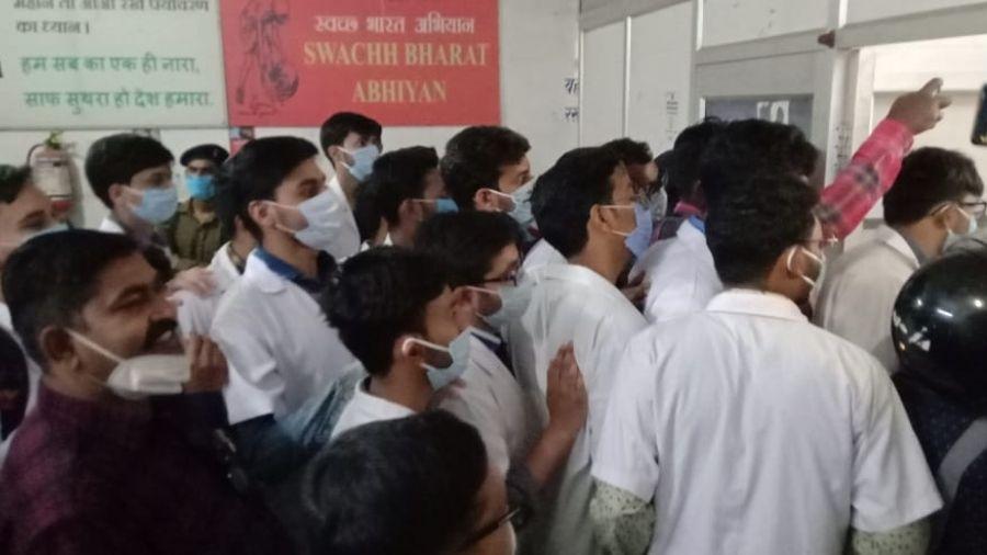 Junior doctors agitate at the Medinirai Medical College Hospital in Daltonganj on Tuesday.