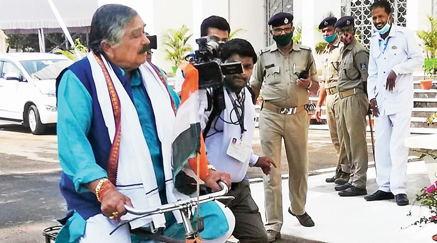 Odisha Cong MLAs spring pedal power on petrol hike