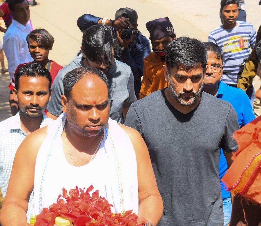 MS Dhoni enters the temple premises.