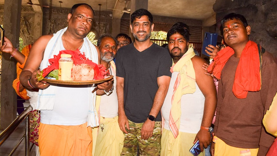 MS Dhoni with the priests of the temple.
