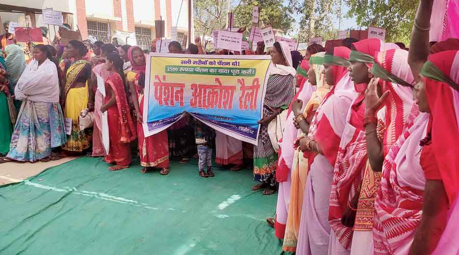 Pension beneficiaries take part in rally at Latehar on Friday