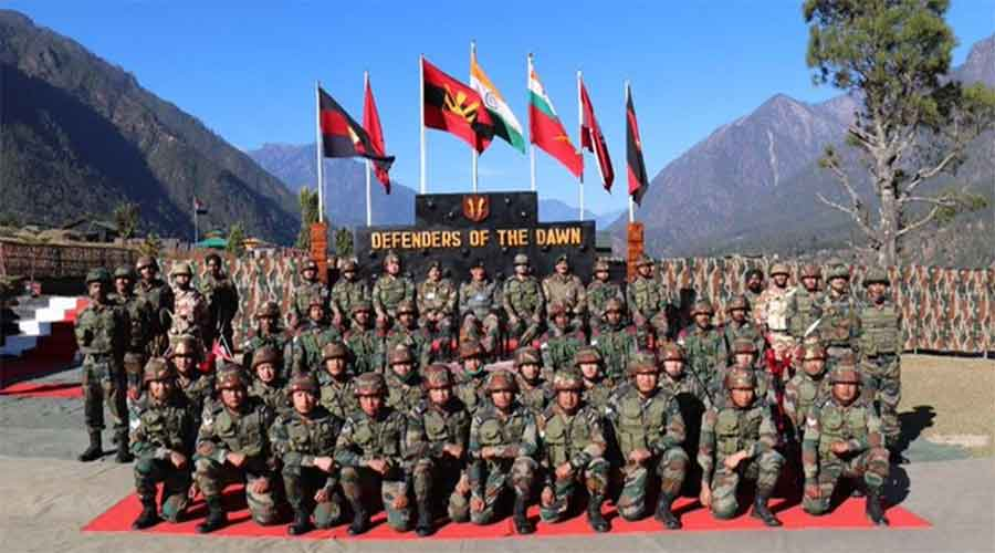 On Saturday, Rawathad visited the forwardAir Force bases in eastern sector and interacted withsoldiers from the army,Indo Tibetan Border Police and Special FrontierForce deployed at the forwardpost in Dibang Valley andLohit sector of Arunachal Pradesh.