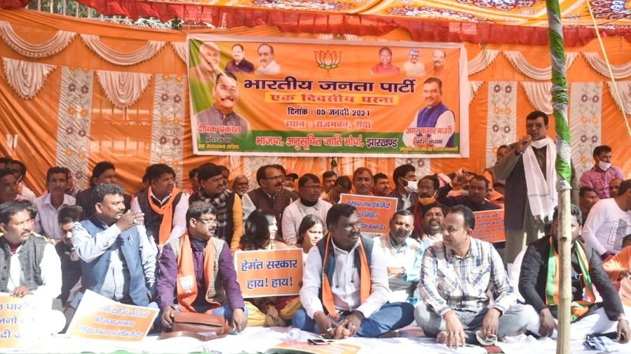 BJP workers protest against the state government near Raj Bhawan in Ranchi on Wednesday.