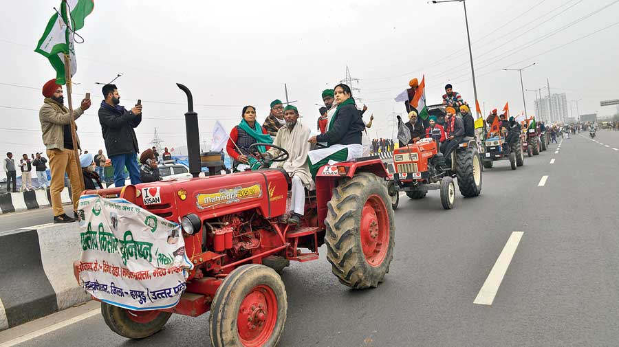 Farmers marching to Delhi in tractors for the tractor rally