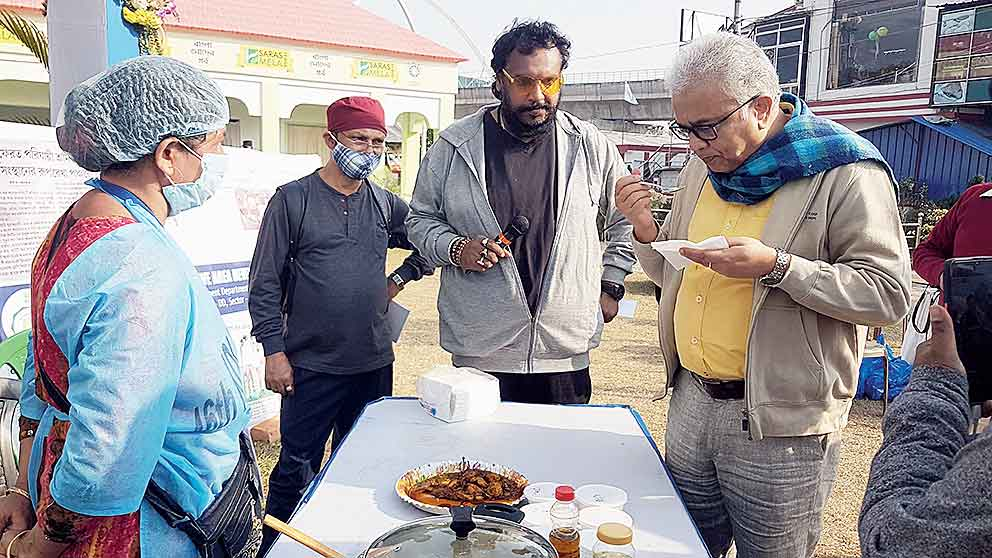 Judge Siddhartha Chatterjee tastes a dish.