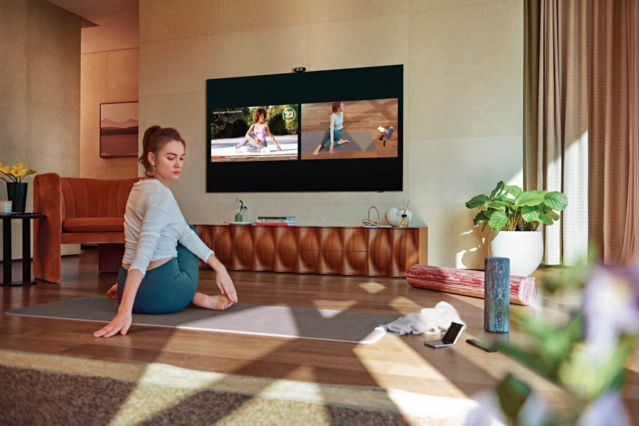 Samsung Health transforms the home into a personal gym, and the new Smart Trainer feature tracks and analyses posture in real time.
