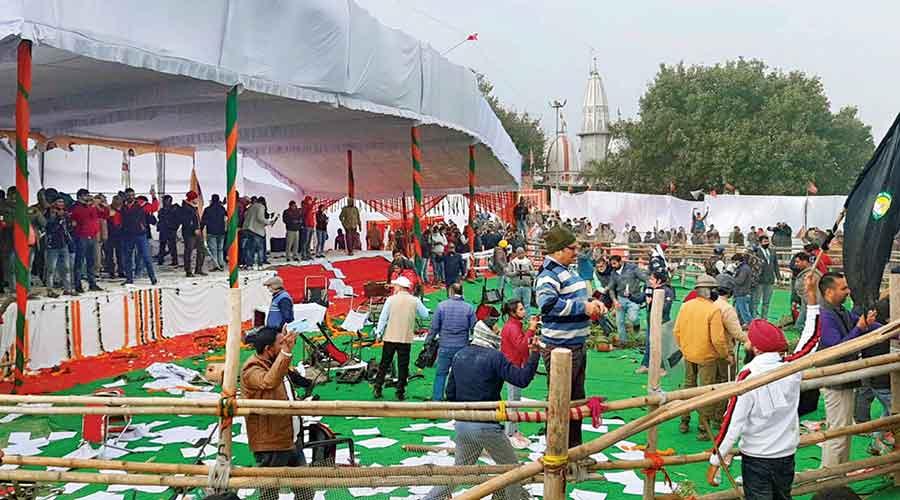 Farmers ransack the venue of Khattar's Kisan Mahapanchayat at Kaimla village in Karnal, Haryana, on Sunday.