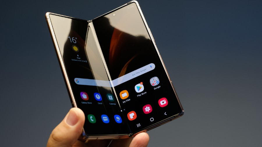 phone makers like Samsung, Motorola and Huawei promoted so-called foldable smartphones that can be folded or unfolded to decrease or increase their screen size