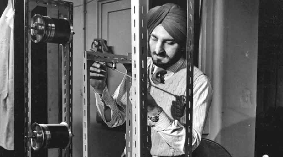 Narinder S. Kapany in a laboratory at Imperial College London in 1955